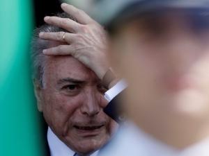 Temer deixa hospital militar em Brasília após sete horas de internação.