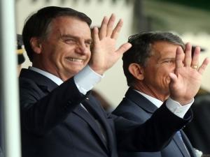 Bolsonaro volta a Brasília nesta terça-feira e abre rodada de conversas com partidos.