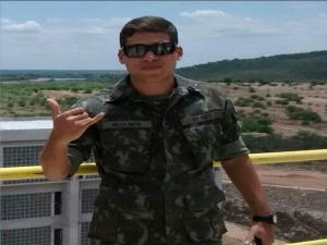 Defesa pede avaliação de sanidade mental de ex-tenente acusado de matar namorada.