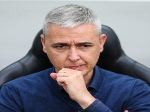 Tiago Nunes critica situação entre CBF e Athletico com Renan Lodi: