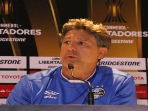 Renato rebate favoritismo e pede para Grêmio não entrar em