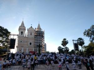 Fieis 'abraçam' causa da solidariedade na 24ª Caminhada da Fraternidade em Teresina.