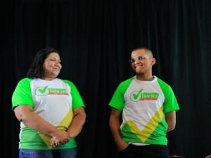 Jovem que homenageou pais em formatura dá dicas para 2 mil alunos