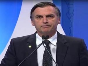 Bolsonaro critica os que dizem que ele é risco à democracia e protesta contra vídeo do MTST...
