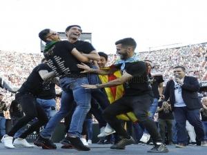 Após vencer Barcelona e levar Copa do Rei, Valencia faz festa com 50 mil torcedores no Mestalla.