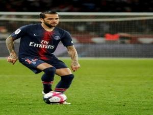 Daniel Alves volta aos gramados após seis meses, e PSG vence Toulouse sem Neymar e Mbappé.