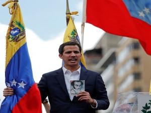 União Europeia pede eleições livres na Venezuela.