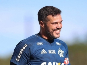 Após 20 dias, goleiro Julio Cesar volta a ser relacionado no Flamengo.