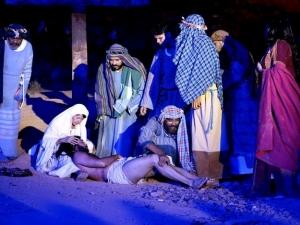 Tuca Andrada e Elana participam da Paixão de Cristo em Bom Jesus.