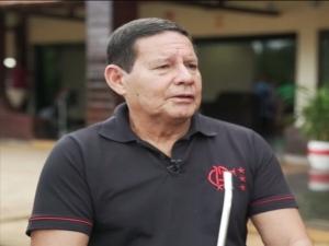 Mourão: 'Se o presidente quisesse Carlos no Palácio do Planalto, teria nomeado ele lá'
