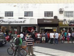 Suspeito é baleado durante assalto a loja em Floriano.