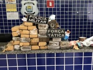 Polícia prende três pessoas com mais de 28kg de drogas no litoral do Piauí.
