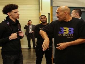 Pai de Lonzo Ball critica os Lakers por troca do filho: Nunca vão ganhar outro título.