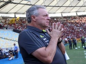 Incomodado com isolamento, Abel Braga pede para sair, e Flamengo mira português Jorge Jesus.