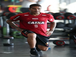 Ainda fora de viagem, Guerrero segue tratamento no Rio a nove dias de fim de contrato com Flamengo.