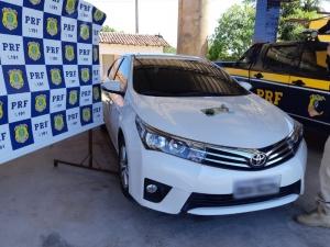 PRF autua condutor suspeito de clonar veículo e portar documento furtado do Detran no Piauí.