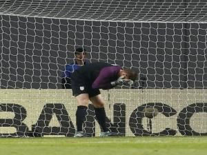 Falha clássica de jovem goleiro dos EUA sela empate com Portugal.