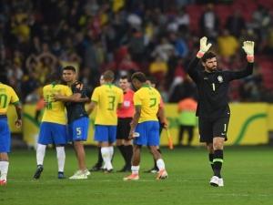 Ovacionado em volta ao Beira-Rio, Alisson ouve até pedidos para bater pênalti: Só alegrias.