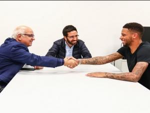 Saiu da forja! Após longa novela, Grêmio oficializa contratação de André.