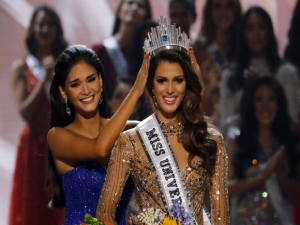Miss França é coroada Miss Universo.