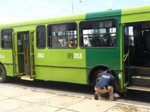 PRF apreende ônibus coletivo com placa clonada e débitos de cinco anos em Teresina