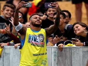 """Neymar dribla, faz gol e desabafa: """"Essa encheção de saco não é mais para mim"""""""