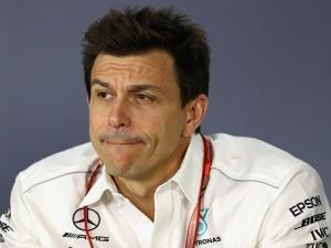 Chefe da Mercedes admite: