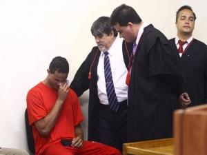 Mãe de Eliza Samúdio diz estar indignada com progressão de pena de ex-goleiro Bruno.