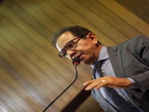 Dr. Hélio culpa 'jeitinho brasileiro' por tragédias em barragens e no CT do Flamengo.