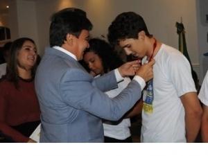 Estudantes piauienses aprovados no Enem recebem medalhas do Governo do Estado.