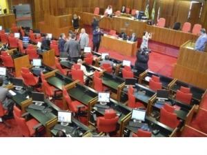 Plenário aprova 22 requerimentos e rejeita convocação de secretário.