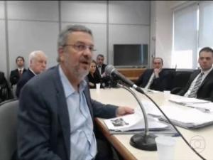 TRF-4 concede prisão domiciliar a Antonio Palocci.