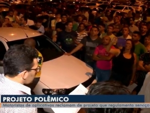 Motoristas de app protestam contra votação de projeto que regulamenta serviço em Teresina.