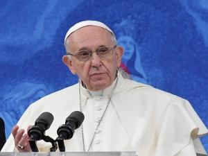 Papa Francisco pede perdão pelas agressões sexuais cometidas na Irlanda por padres católicos.