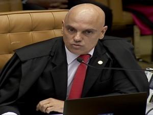Alexandre de Moraes rejeita arquivar inquérito sobre ofensas ao STF; investigação é prorrogada.