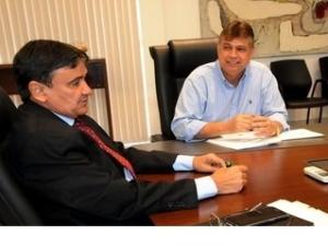 Governador assina projeto para recuperação de barragens.