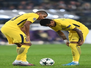 Neymar diz que R10 deve estar feliz com seu gol: