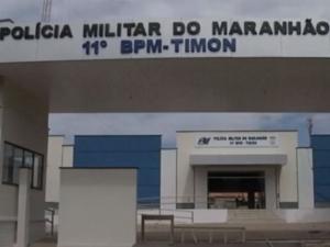 Vigilante troca tiros com assaltantes dentro de escola e jovem é baleada em Timon.