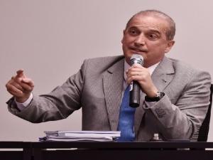 Onyx reafirma divisão da pasta do Trabalho no governo Bolsonaro; ministério critica a mudança.