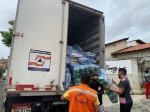 Governo envia ajuda humanitária para famílias do Parque Rodoviário.