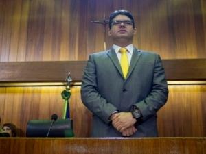Luciano Nunes pede que governo impeça a greve na Uespi.