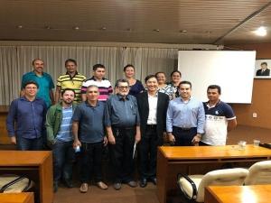 FIEPI reúne empresários durante palestra sobre produtividade e crise.