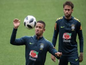 Mano Menezes sugere que estilo de Neymar fez Gabriel Jesus e outros centroavantes sofrerem na Seleçã