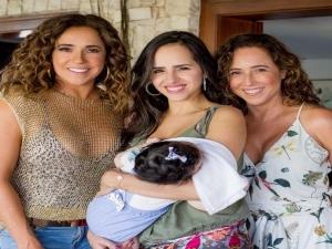 Daniela Mercury e irmã Cristiana chocam por semelhança em clique.