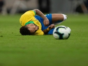 Atacante Neymar é cortado da seleção brasileira para Copa América.