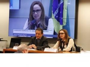 Viviane Moura discute atualização da Lei de Licitação em Brasília.