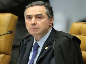 Relator vota pela derrubada de parte do indulto assinado por Temer; decisão do STF é adiada.