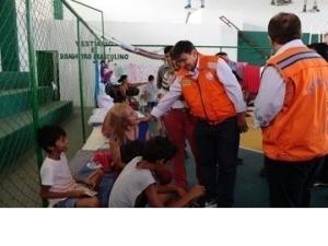 Governador percorre bairros e visita famílias atingidas pelas chuvas em Parnaíba.