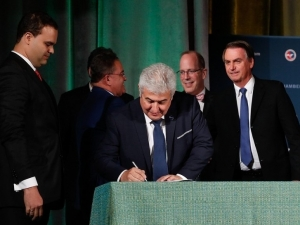 Brasil assina acordo que permite aos EUA lançar satélites da base de Alcântara.