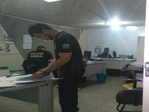 PF cumpre mandados na Seduc para investigar desvio de R$ 1 milhão da merenda escolar no Piauí.